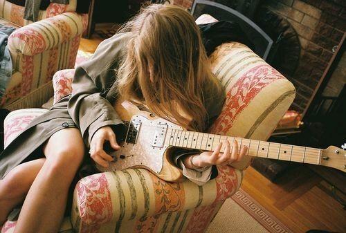 爱情中的心酸心痛说说 我将句子写给你打动的却是我自己