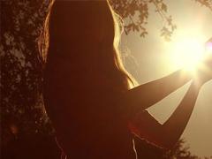 眼前人是心上人的關于感情的經典句子 一句話觸動你內心的愛情句子大全