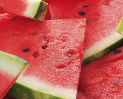 夏季吃西瓜的搞笑说说 晒吃西瓜照的幽默说说1