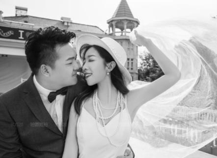 晒婚纱照的伴侣圈怎么发 婚纱照案牍短句干净1
