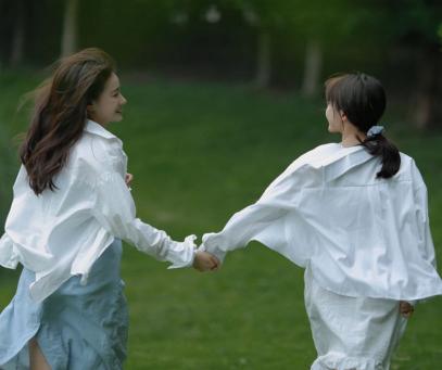 第一次当伴娘伴侣圈案牍 闺蜜结婚当伴娘的表情说说1